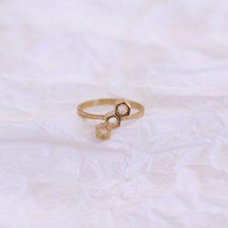 anillo hexagonos bañado en oro