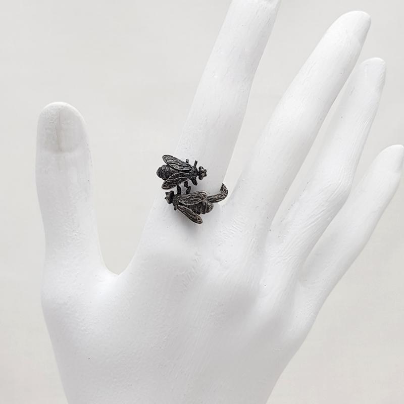 Porca Miseria anillo abejas plata