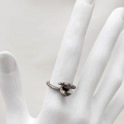 Porca Miseria anillo cisnes plata