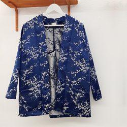 Blazer kimono satén azul bordado