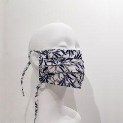 Mascarilla reutilizable algodón blanco hojas azules