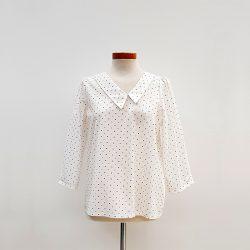 Blusa cuello asimétrico algodón blanco dibujo geométrico