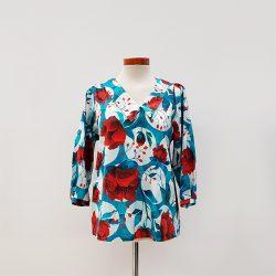 Blusa cuello asimétrico algodón flores turquesa