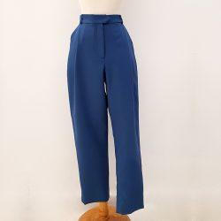 Pantalón pinzas pierna estrecha azul claro