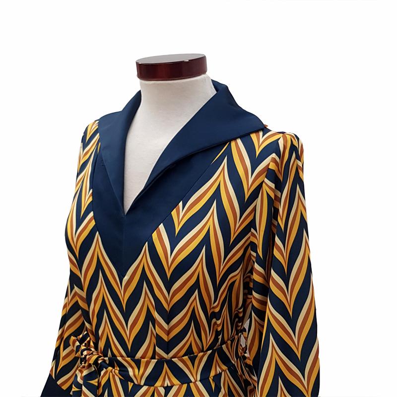 Vestido capa cuello con abertura zig zag azul petróleo