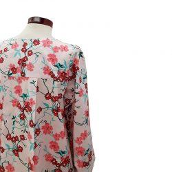 Blusa pliegue de algodón con flores de cerezo