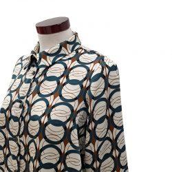 Camisa recta satén dibujo geométrico
