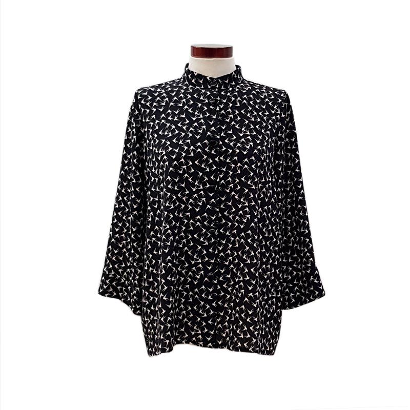 Norma-bates-camisa-pajaros-negro-2