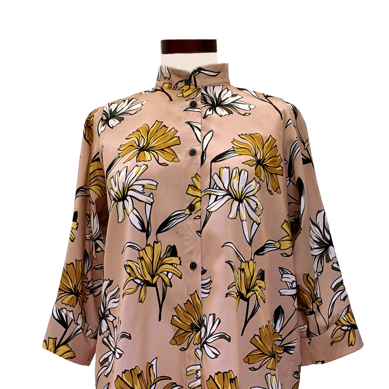 camisa-viscosa-rosa-margaritas-detalle