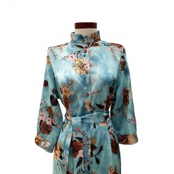 Vestido capa cuello mao azul flores