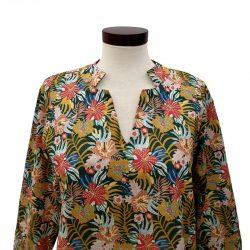 Blusa cuello abierto algodón estampado tropical