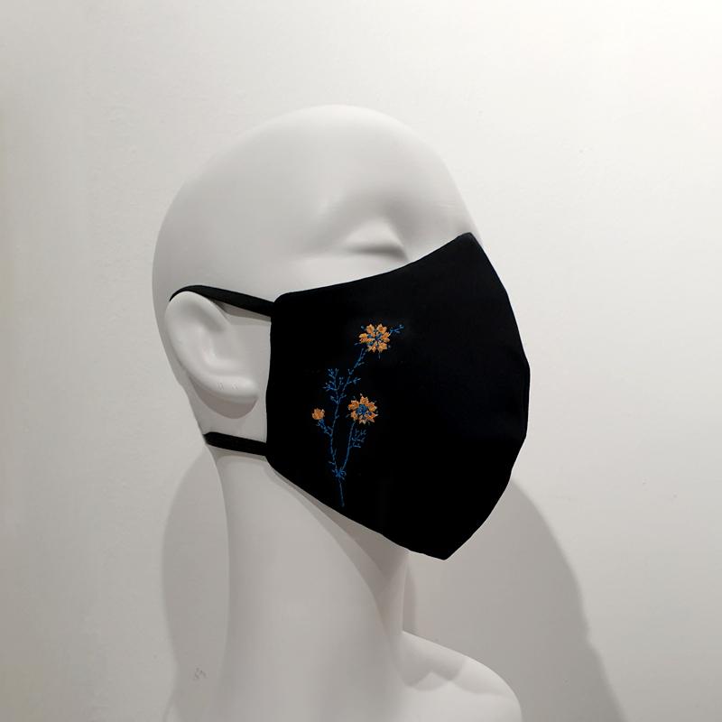 Mascarilla con filtros reutilizable algodón flor mostaza y azul