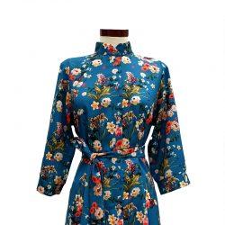 Vestido capa cuello mao azul petróleo flores